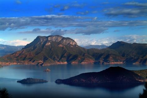 """""""Lugu Lake"""" på gränsen mellan Yunnan och Sìchuān i sydvästra Kina"""